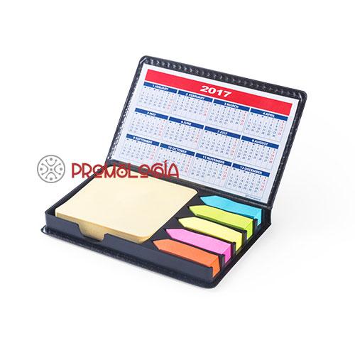 Portanotas con calendario y notas adhesivas.